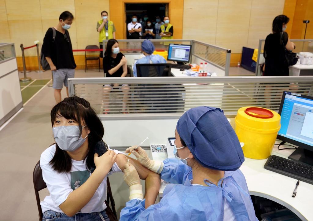 上海推进在沪12-17岁港澳台同胞新冠疫苗接种