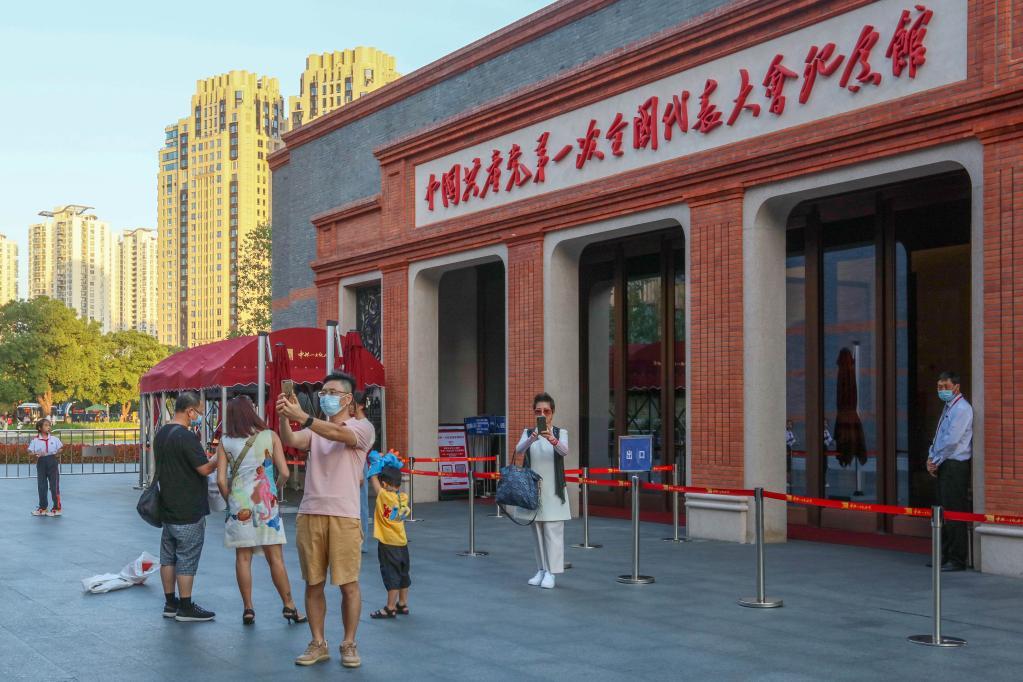 上海:乘红色专线览红色地标