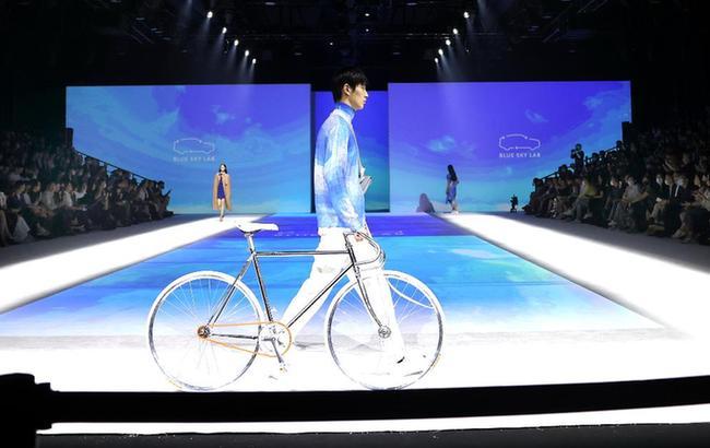 上海时装周发布环保品牌BLUE SKY LAB系列时装